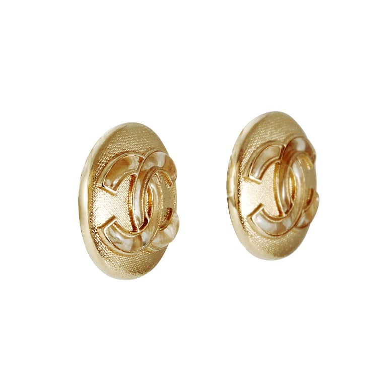 Chanel Gold CC Mini Button Earrings In Good Condition For Sale In Palm Beach, FL