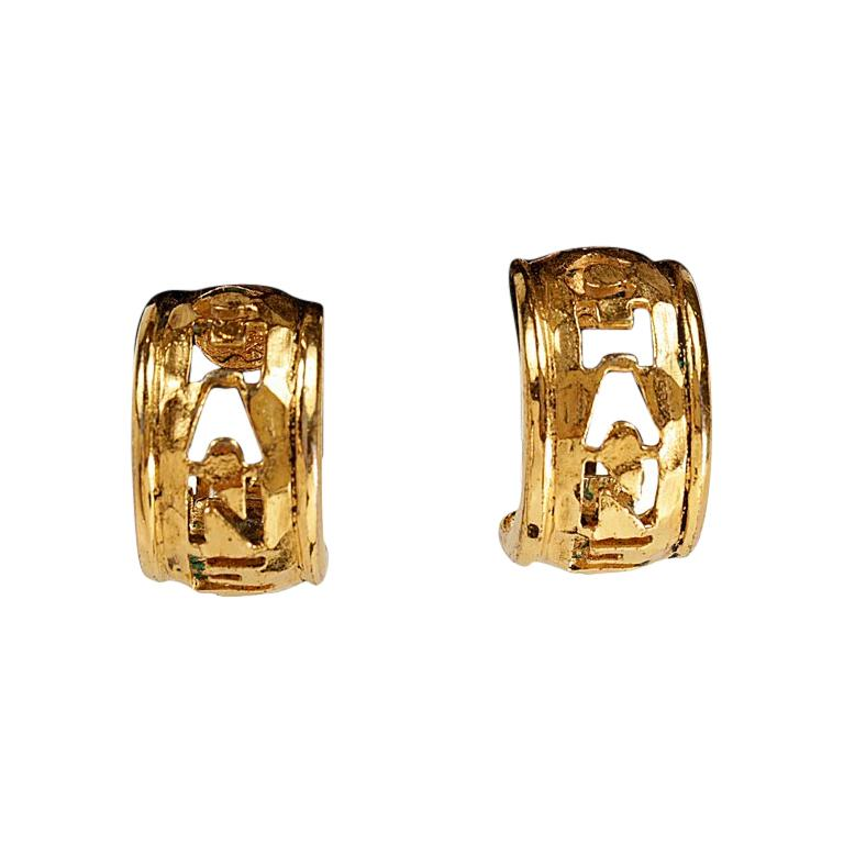 Chanel Gold CHANEL Cutout Clip On Earrings For Sale