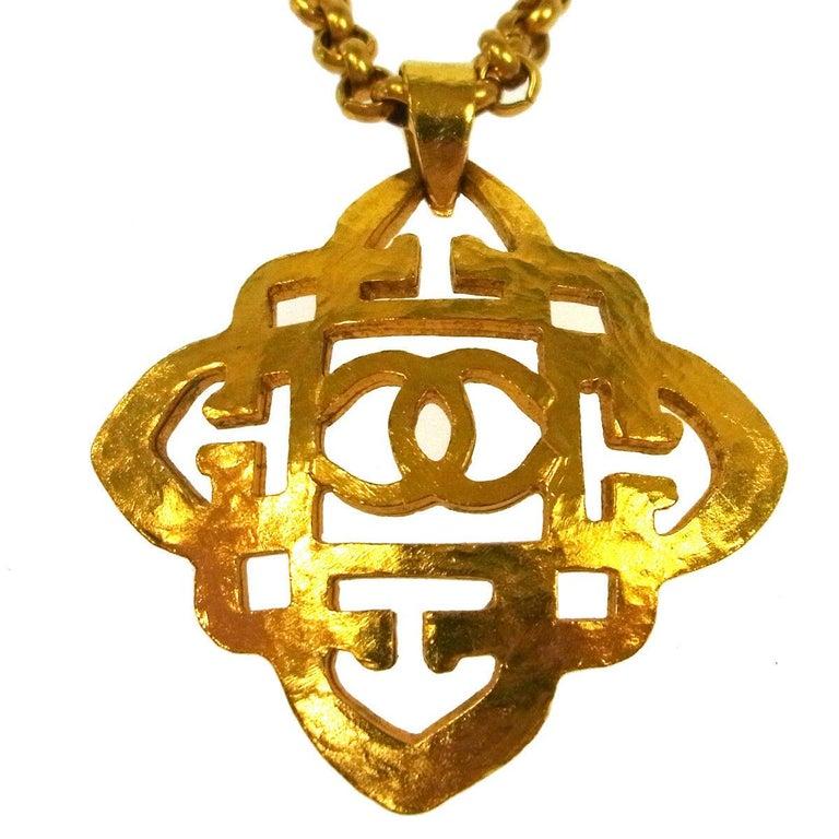 Round Cut Chanel Gold Crest Cross Charm CC Evening Drop Link Pendant Drop Chain Necklace