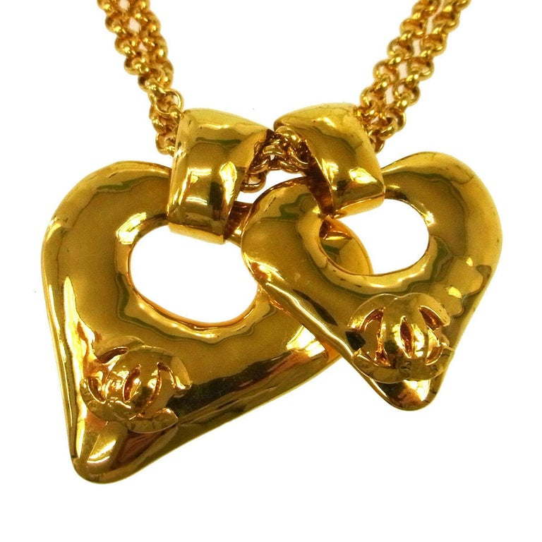 Chanel Gold Double Heart Charm Logo Evening Drop Drop Chain Necklace  In Excellent Condition For Sale In Chicago, IL