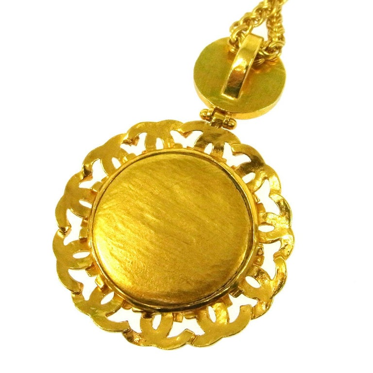 Chanel Gold Gripoix Mirror Logo Evening Pendant Charm Link Necklace in Box In Excellent Condition For Sale In Chicago, IL