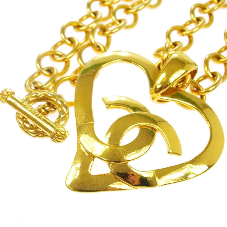 Chanel Gold Large Heart Charm Logo Evening Drop Drop Chain Necklace in Box In Excellent Condition For Sale In Chicago, IL