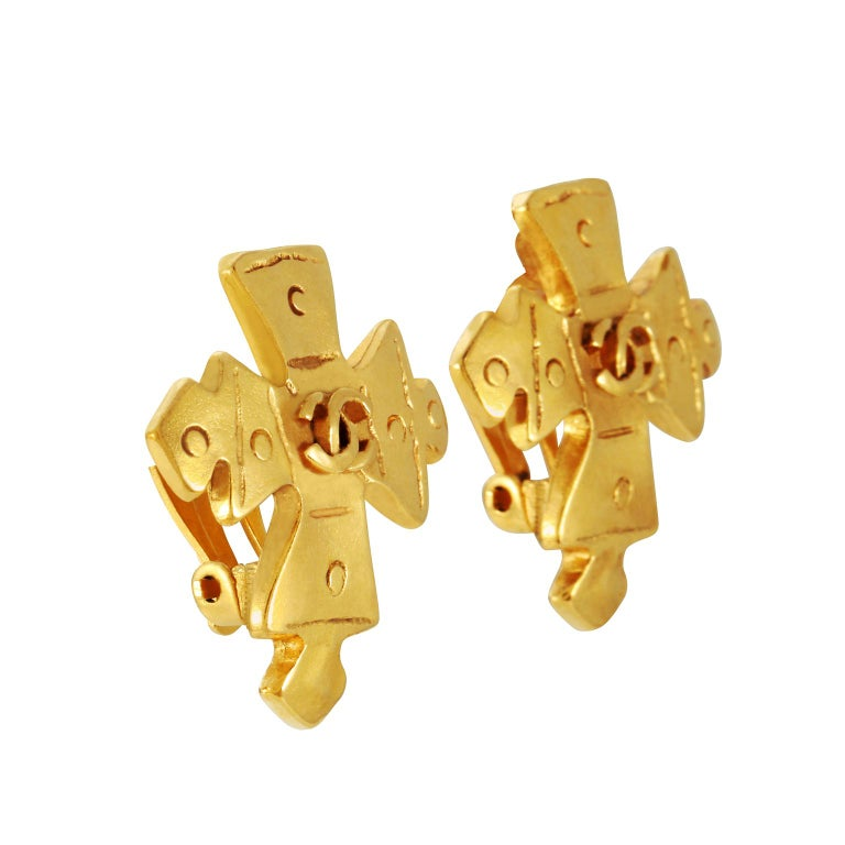 Chanel Gold Maltese Cross Earrings In Excellent Condition For Sale In Palm Beach, FL