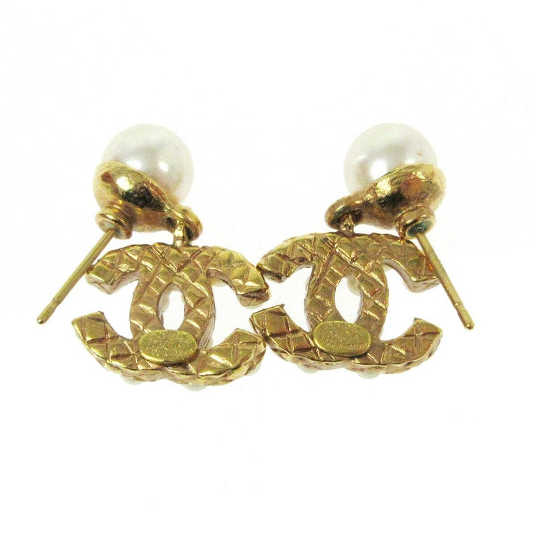 Chanel Gold Pearl Charm CC Small Pierced Evening Dangle Drop Earrings In Good Condition For Sale In Chicago, IL