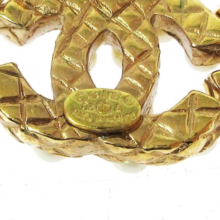 Women's Chanel Gold Pearl Charm CC Small Pierced Evening Dangle Drop Earrings For Sale