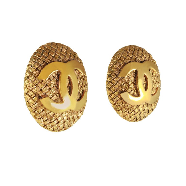 Chanel Gold Quilted CC Button Earrings In Excellent Condition For Sale In Palm Beach, FL