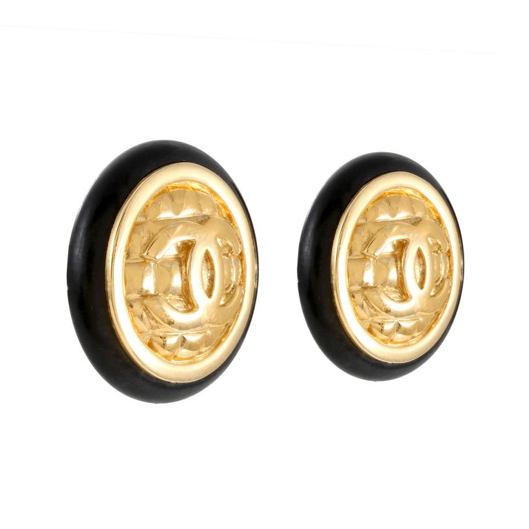 Chanel Gold Quilted CC Earrings In Good Condition For Sale In Palm Beach, FL