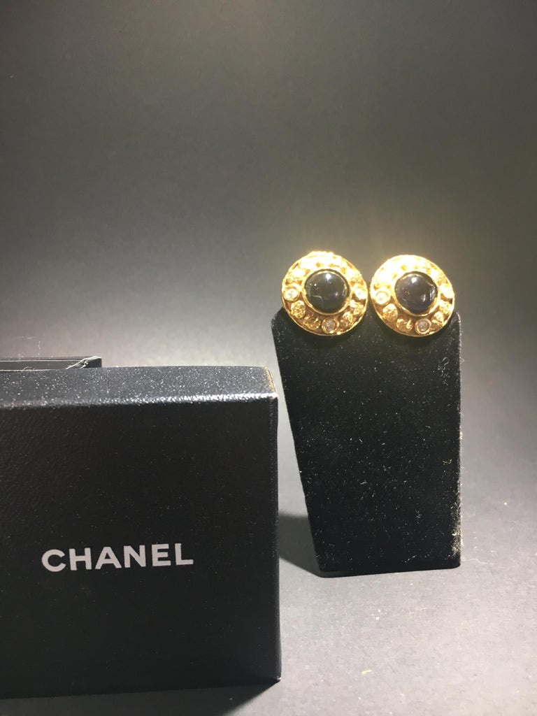 Chanel Gripoix And Gold Stud Earrings.  Center Onyx Surrounded By Cut Crystals. In Excellent Condition In Buchanan, MI
