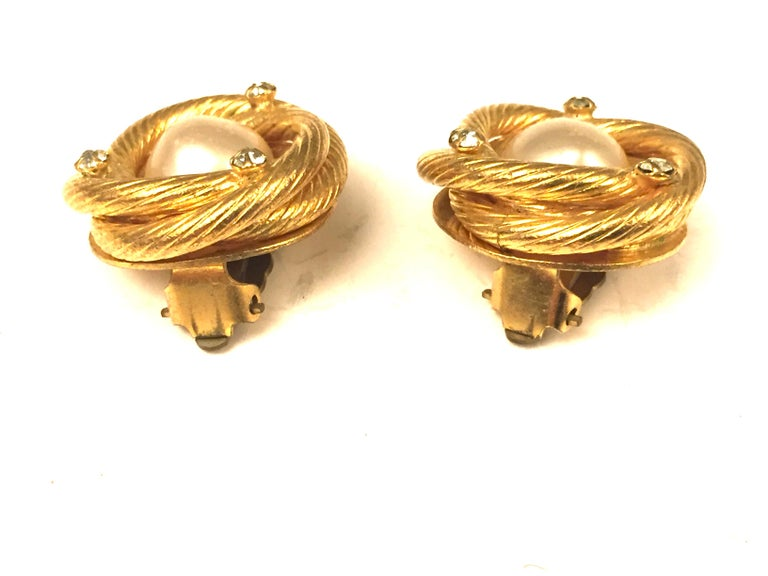 Chanel gold toned pearl/rhinestones clip on earrings In Good Condition For Sale In Sheung Wan, HK