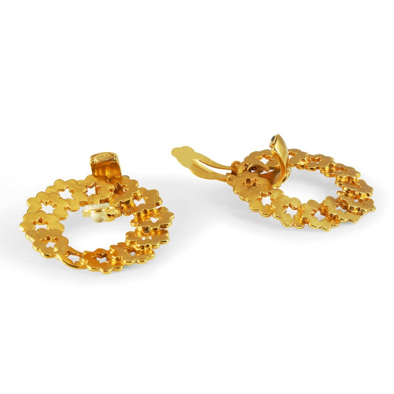 Chanel Gold Wreath Earrings In Good Condition For Sale In Palm Beach, FL