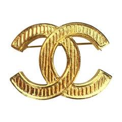 CHANEL Golden Brooch CC