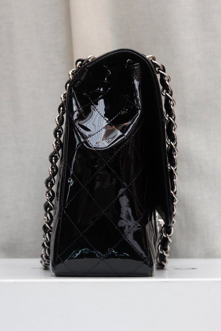 Chanel gorgeous black patent leather, 2009 – 2010 In Excellent Condition For Sale In Paris, FR