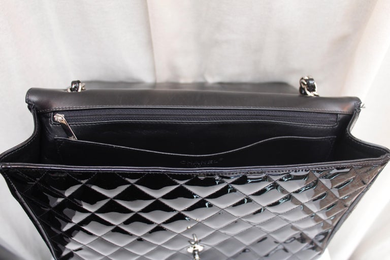 Chanel gorgeous black patent leather, 2009 – 2010 For Sale 4