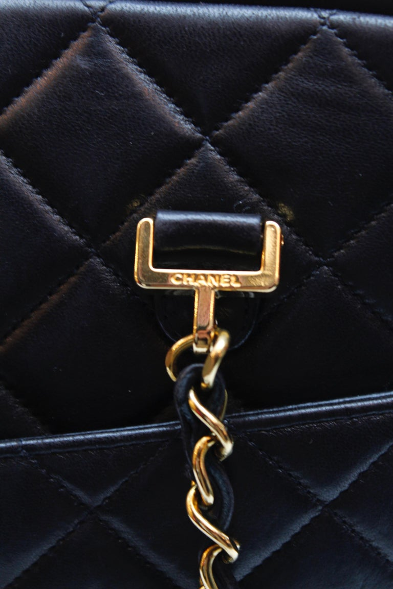 Chanel gorgeous camera bag in black quilted lambskin For Sale 6