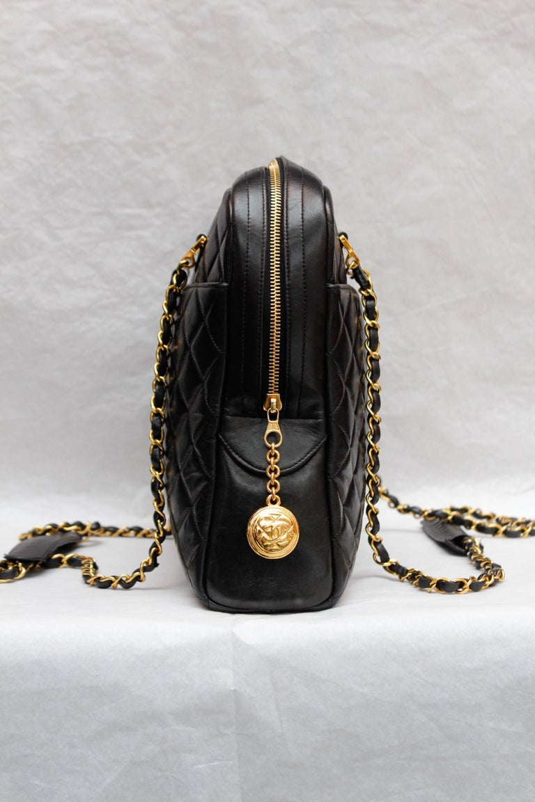 Chanel gorgeous camera bag in black quilted lambskin In Good Condition For Sale In Paris, FR