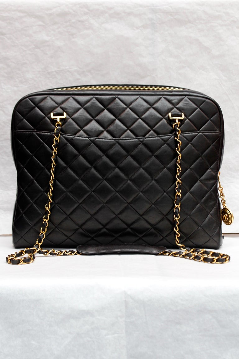 Women's Chanel gorgeous camera bag in black quilted lambskin For Sale