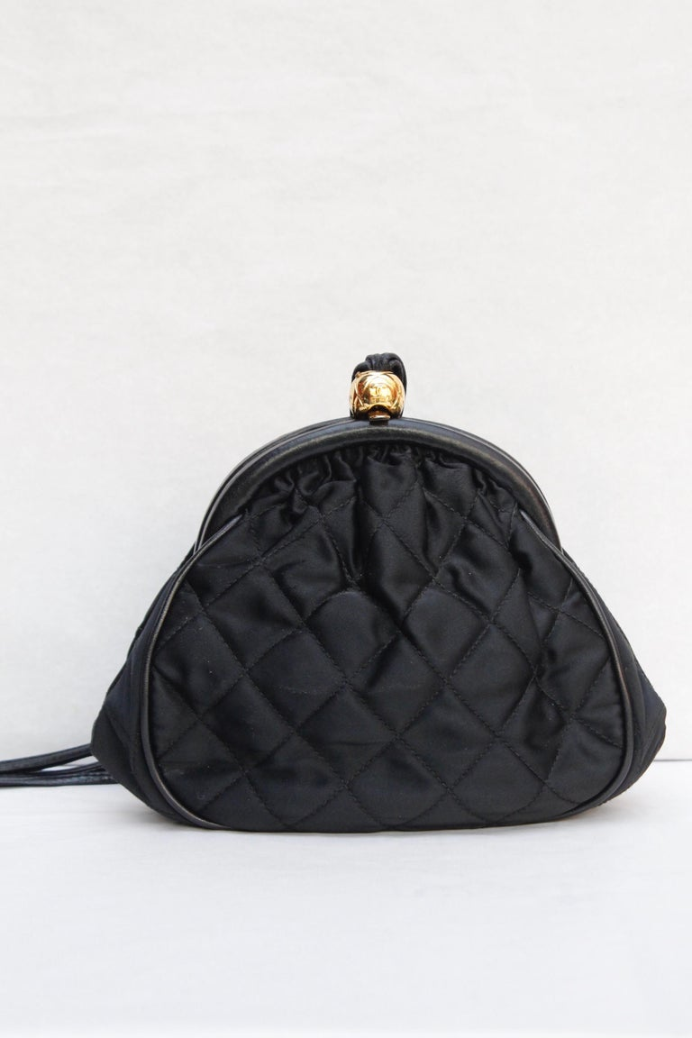 Chanel gorgeous evening bag in black quilted satin and leather, 1990's In Good Condition For Sale In Paris, FR