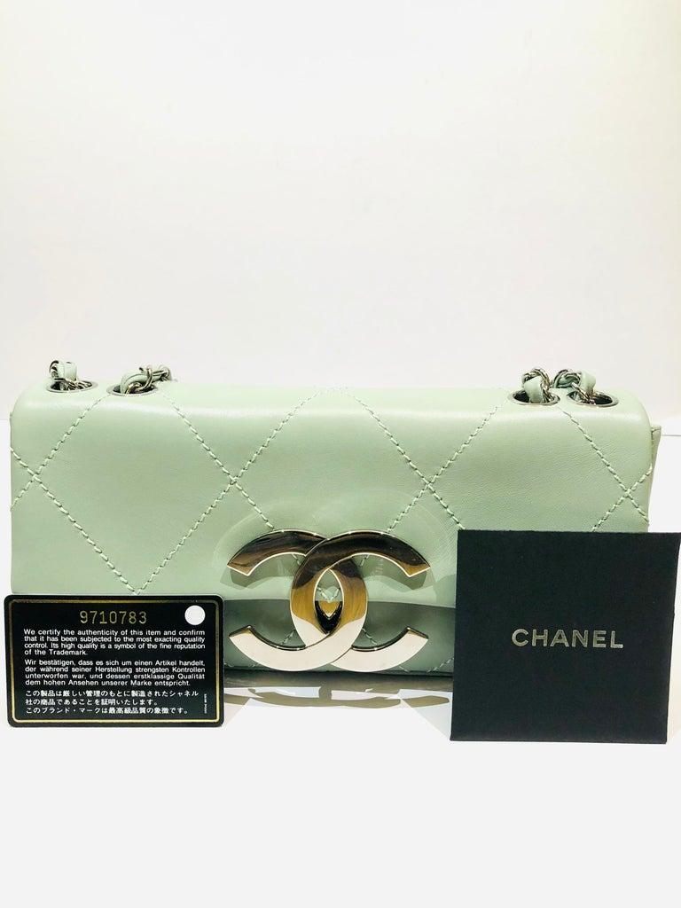 "Chanel Green ""CC"" Silver hardware Stitching Shoulder Bag For Sale 5"