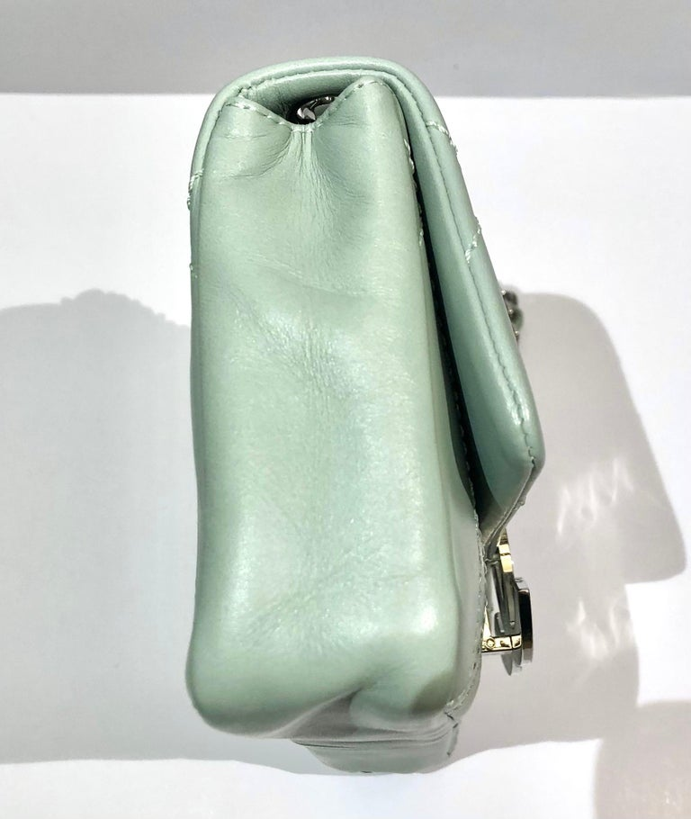 """Chanel Green """"CC"""" Silver hardware Stitching Shoulder Bag In Excellent Condition For Sale In Sheung Wan, HK"""