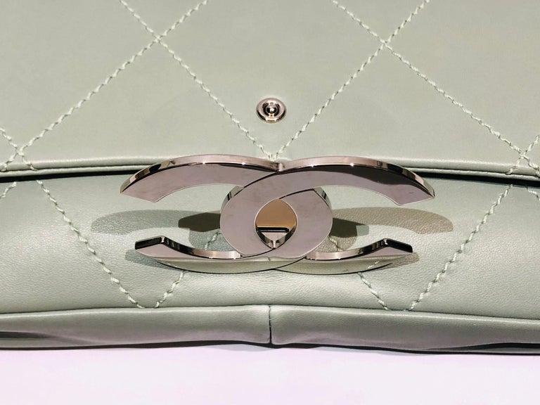 "Chanel Green ""CC"" Silver hardware Stitching Shoulder Bag For Sale 1"