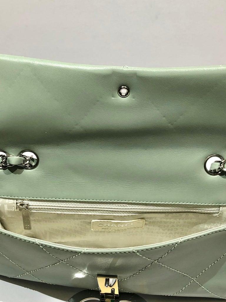 "Chanel Green ""CC"" Silver hardware Stitching Shoulder Bag For Sale 2"