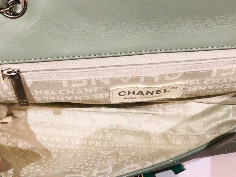 "Chanel Green ""CC"" Silver hardware Stitching Shoulder Bag For Sale 4"