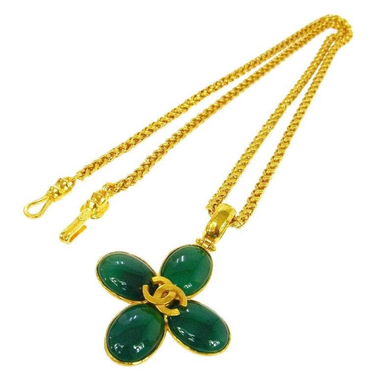 Chanel Green Gripoix Gold Charm Logo Camellia Evening Drop Drop Chain Necklace For Sale