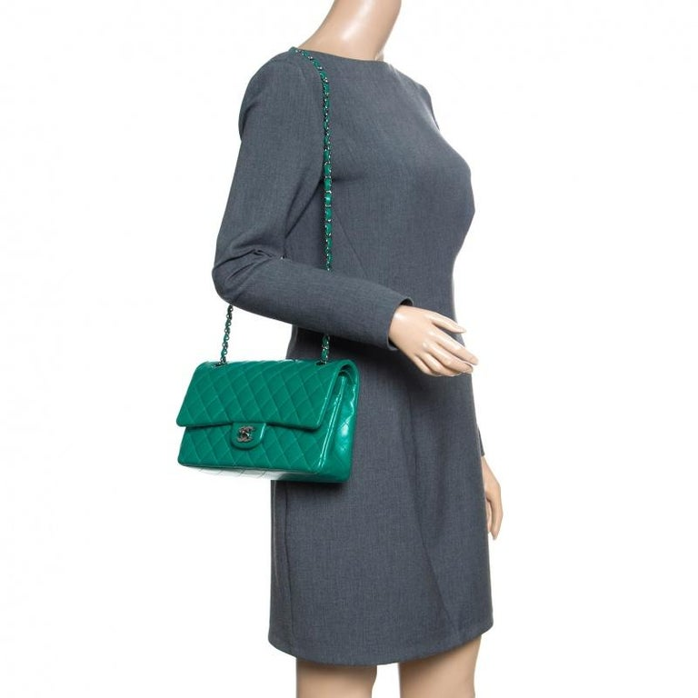 Chanel Green Quilted Leather Medium Classic Double Flap Bag In Good Condition In Dubai, Al Qouz 2