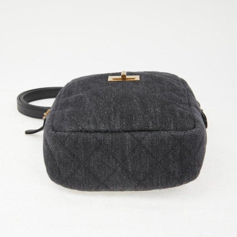 CHANEL Grey Denim Fabric Wallet Shoulder Bag In Excellent Condition For Sale In Paris, FR