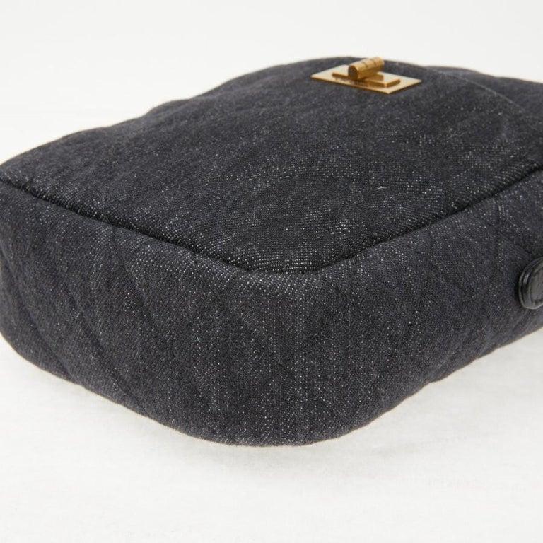Women's CHANEL Grey Denim Fabric Wallet Shoulder Bag For Sale