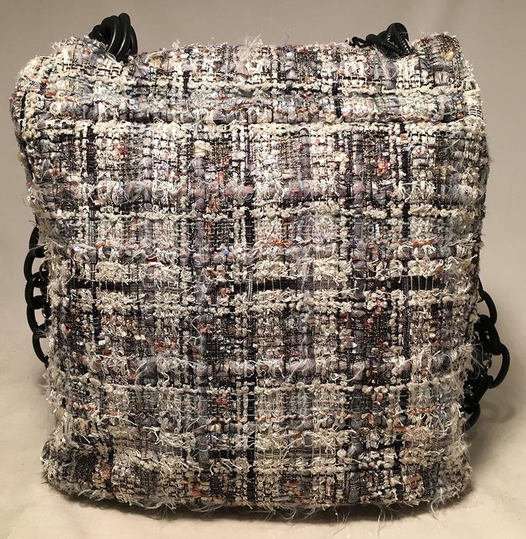 Chanel Grey Multicolor Tweed Camellia Messenger Shoulder Bag In Excellent Condition For Sale In Philadelphia, PA