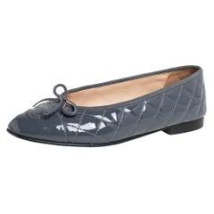 Chanel Grey Patent Leather CC Logo Ballet Flats Size 38.5