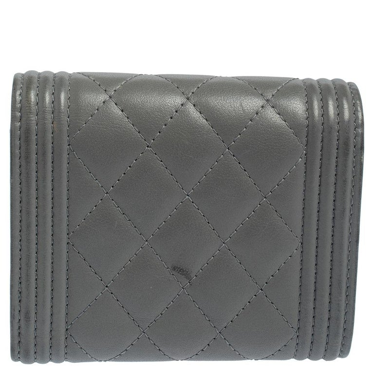 Chanel Grey Quilted Leather Boy Card Holder In Good Condition For Sale In Dubai, Al Qouz 2