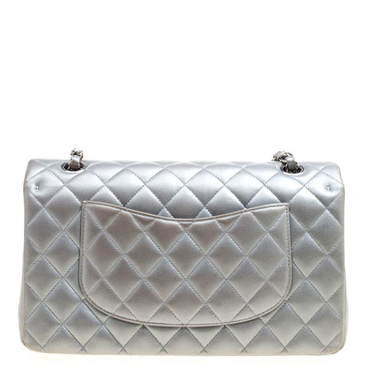 Chanel Grey Quilted Leather Medium Classic Double Flap Bag In Good Condition In Dubai, Al Qouz 2