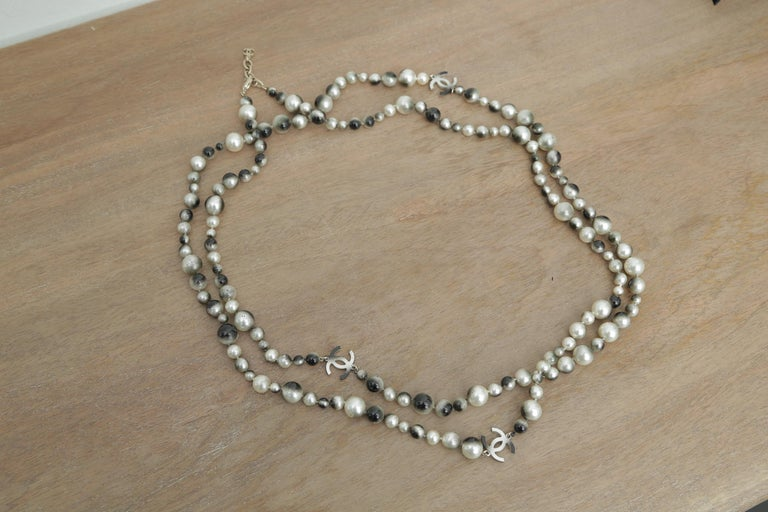 Women's or Men's Chanel Grey Silver and Long Pearl Cc Necklace For Sale