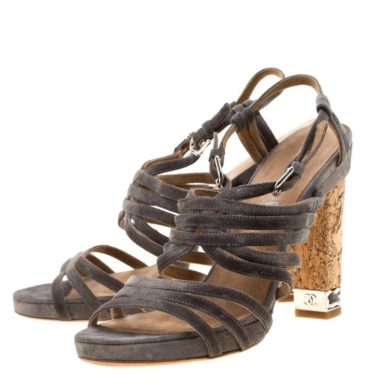 Chanel Grey Suede Chain Embellished Cork Heel Strappy Sandals Size 39 In Good Condition For Sale In Dubai, Al Qouz 2