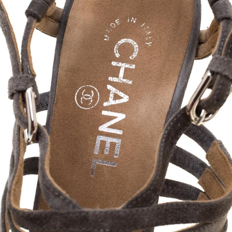 Chanel Grey Suede Chain Embellished Cork Heel Strappy Sandals Size 39 For Sale 2