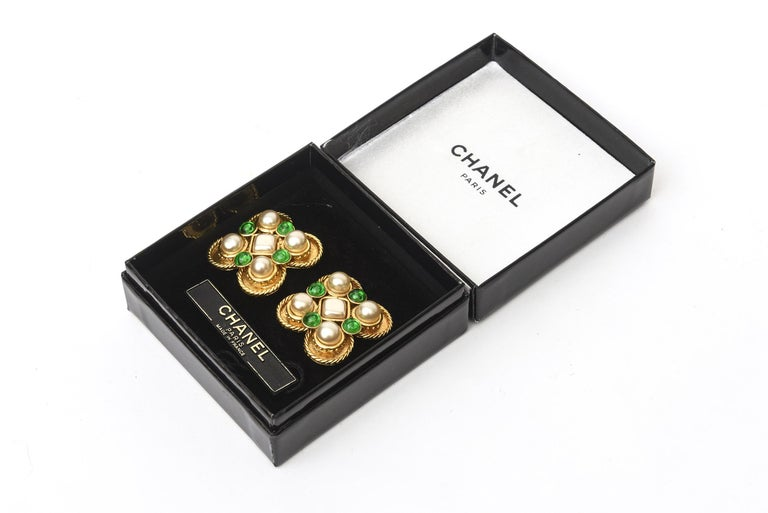 Chanel Gripoix Green Glass and Faux Pearl Clip On Earrings For Sale 2
