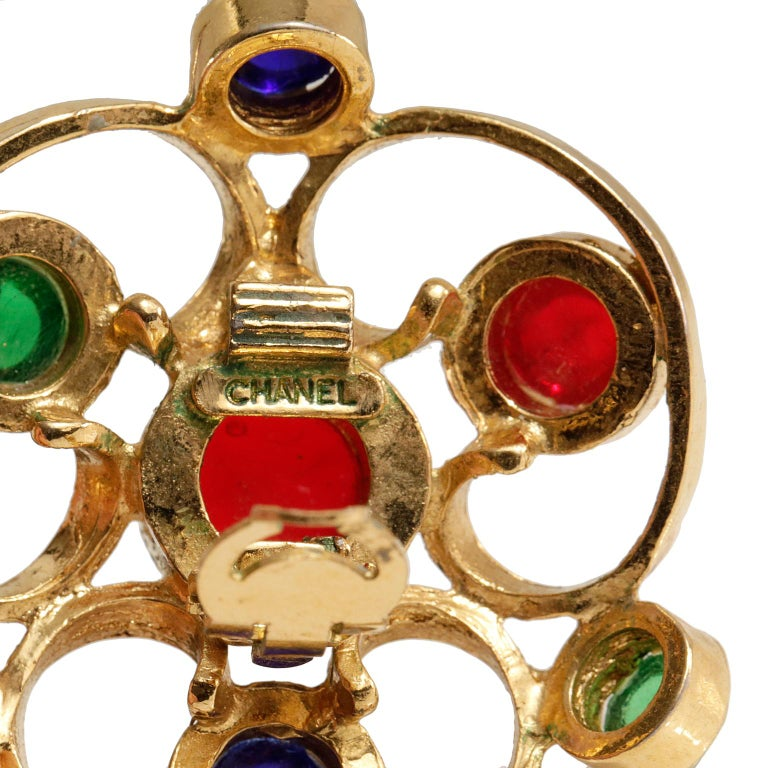 Chanel Gripoix Spiral Flower Clip On Earrings- Red Green Blue with Gold In Excellent Condition For Sale In Palm Beach, FL