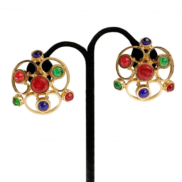 Women's Chanel Gripoix Spiral Flower Clip On Earrings- Red Green Blue with Gold For Sale