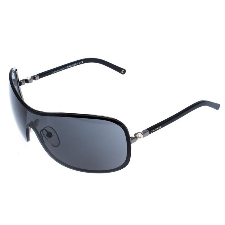 Chanel never fails to create lush accessories and these sunglasses are no exception. These 4170-H Collection Perle shield sunglasses are a classic pair with an edge. With a rimmed frame and metal and pearl ornamentation at the hinges, the pair comes