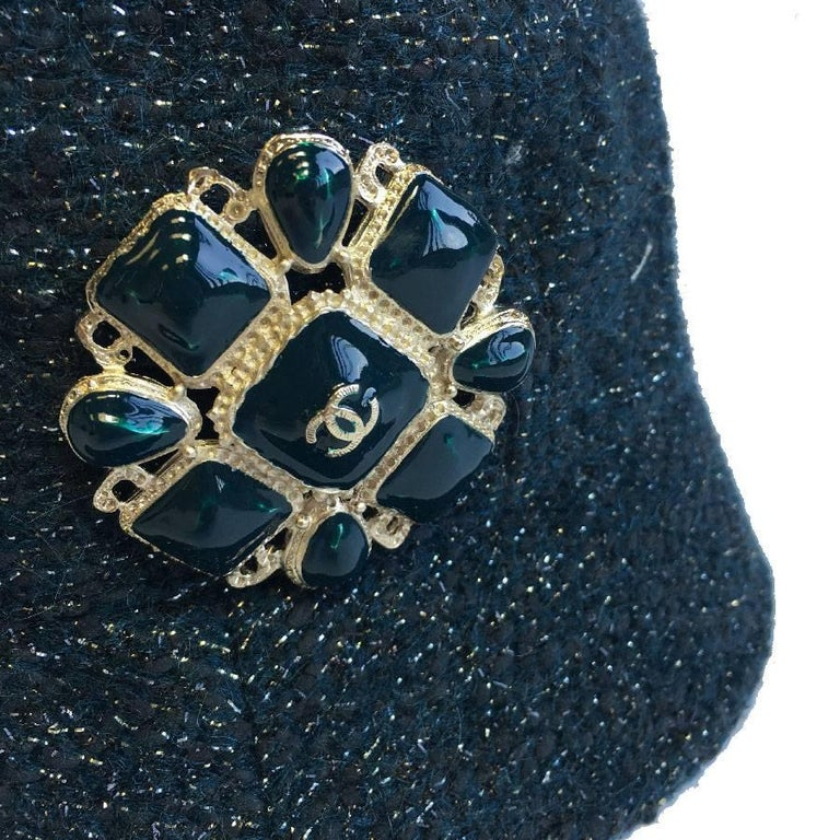 CHANEL Hat in Green Tweed with Gold Thread and Molten Glass Jewel In New Condition For Sale In Paris, FR