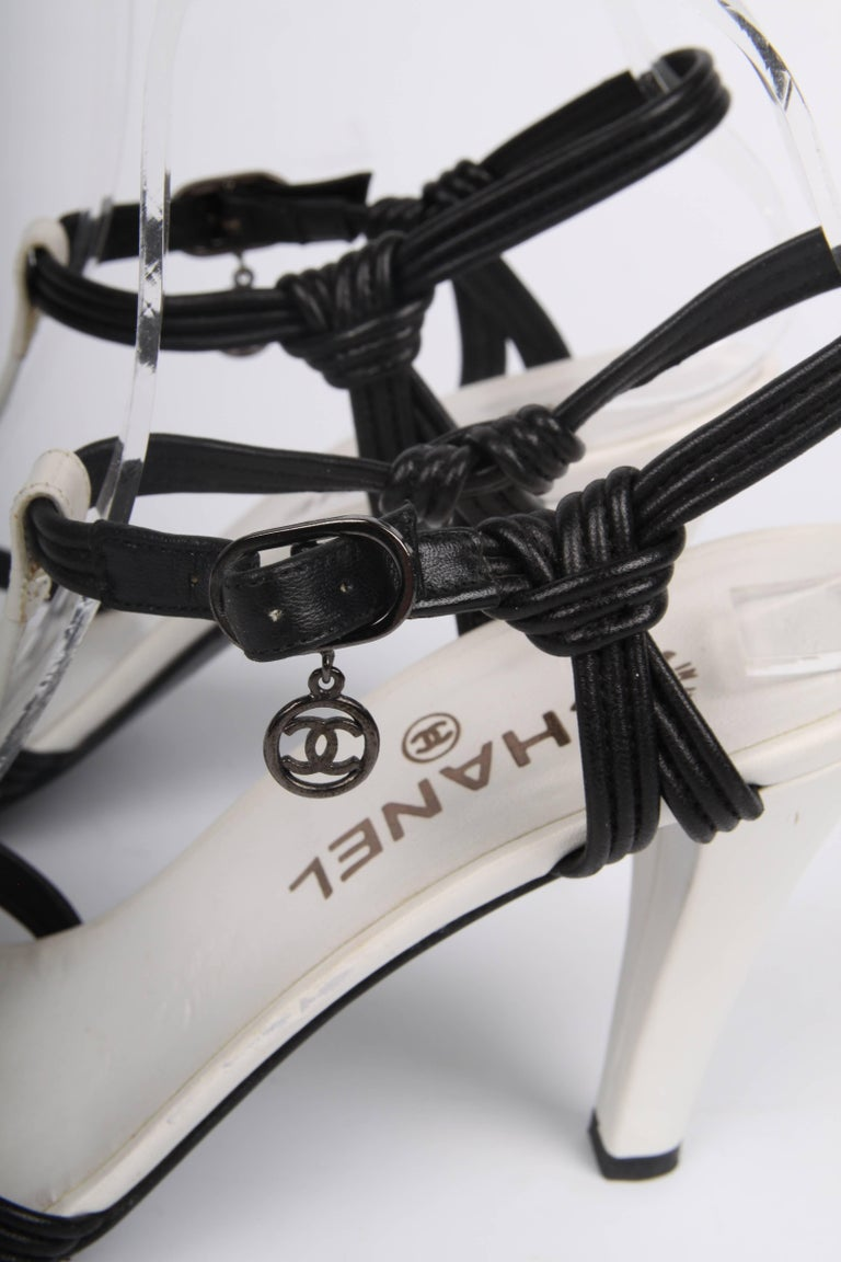 Chanel High Heeled Sandals - black & white In Good Condition For Sale In Baarn, NL