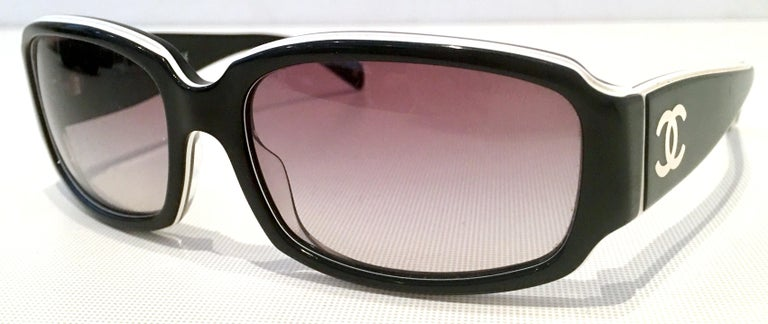 Women's or Men's Chanel Italy 20th Century Black and White