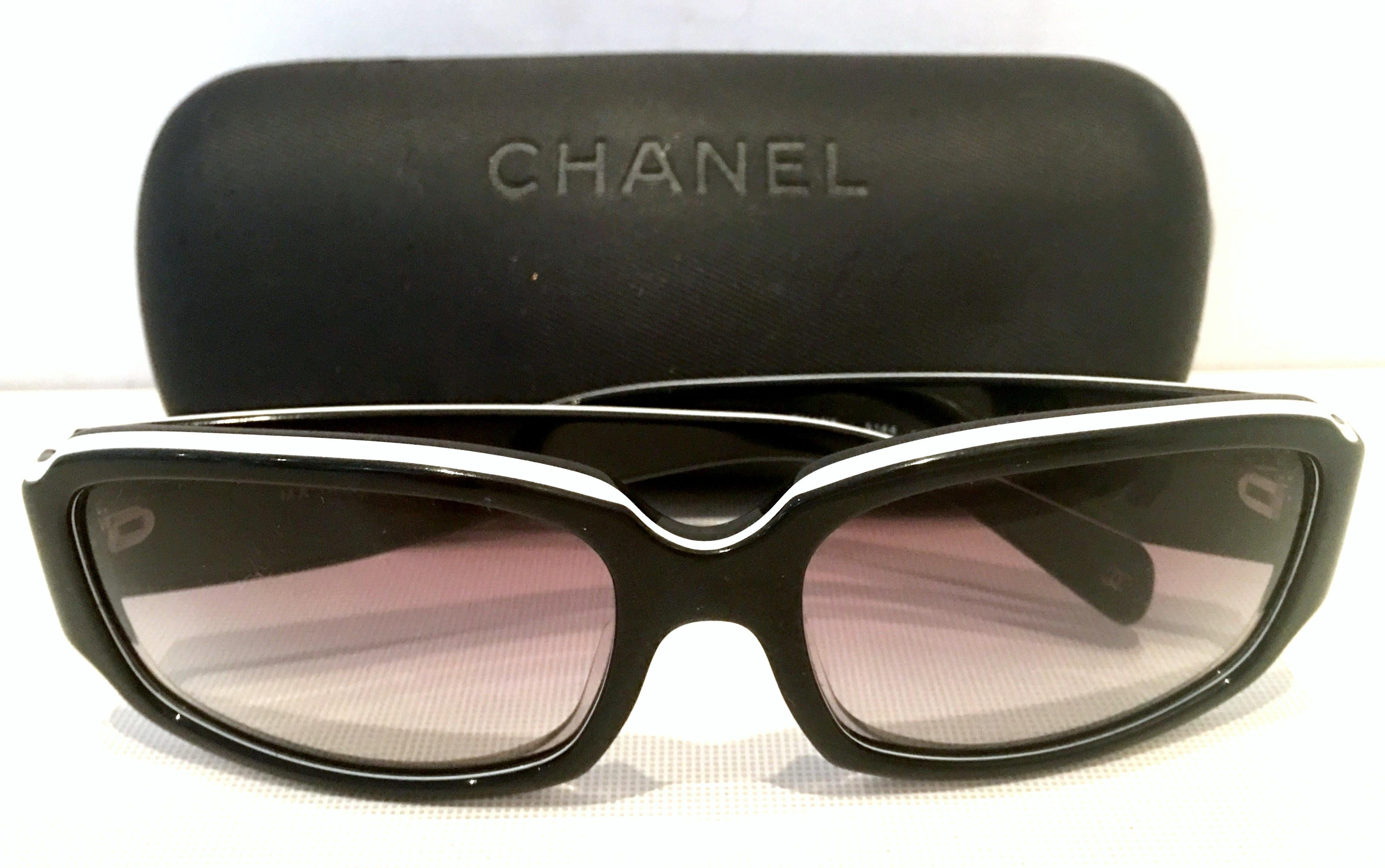 df3df883616c Chanel Italy 20th Century Black and White