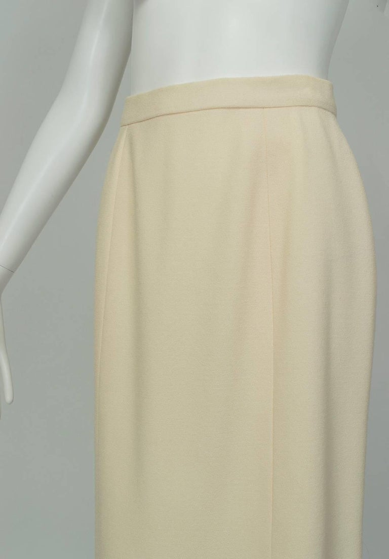 Chanel Ivory Textured Wool Knee Skirt, 1998 In Excellent Condition For Sale In Phoenix, AZ