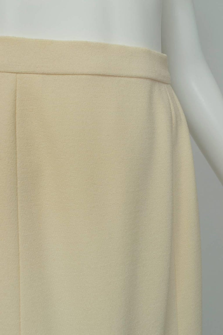 Women's Chanel Ivory Textured Wool Knee Skirt, 1998 For Sale