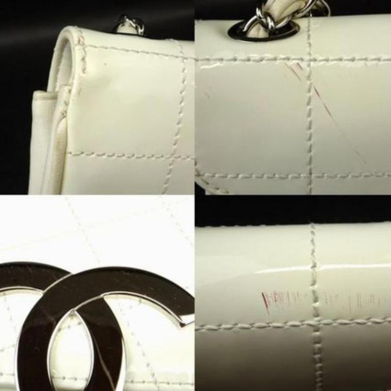 ea14420e2f36 Chanel Jumbo Cc Logo Zig Zag 221349 White Patent Leather Shoulder Bag For  Sale 3