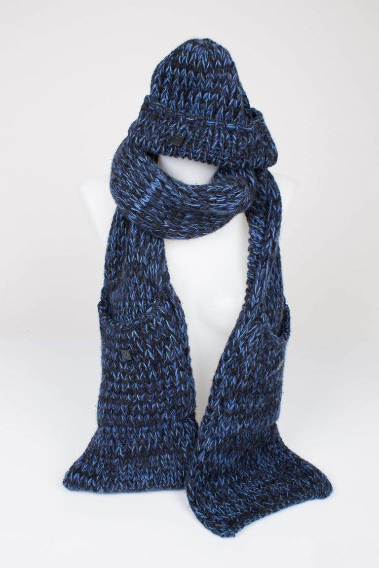 Chanel Knit Hat & Scarf - black/blue cashmere In New Condition In Baarn, NL
