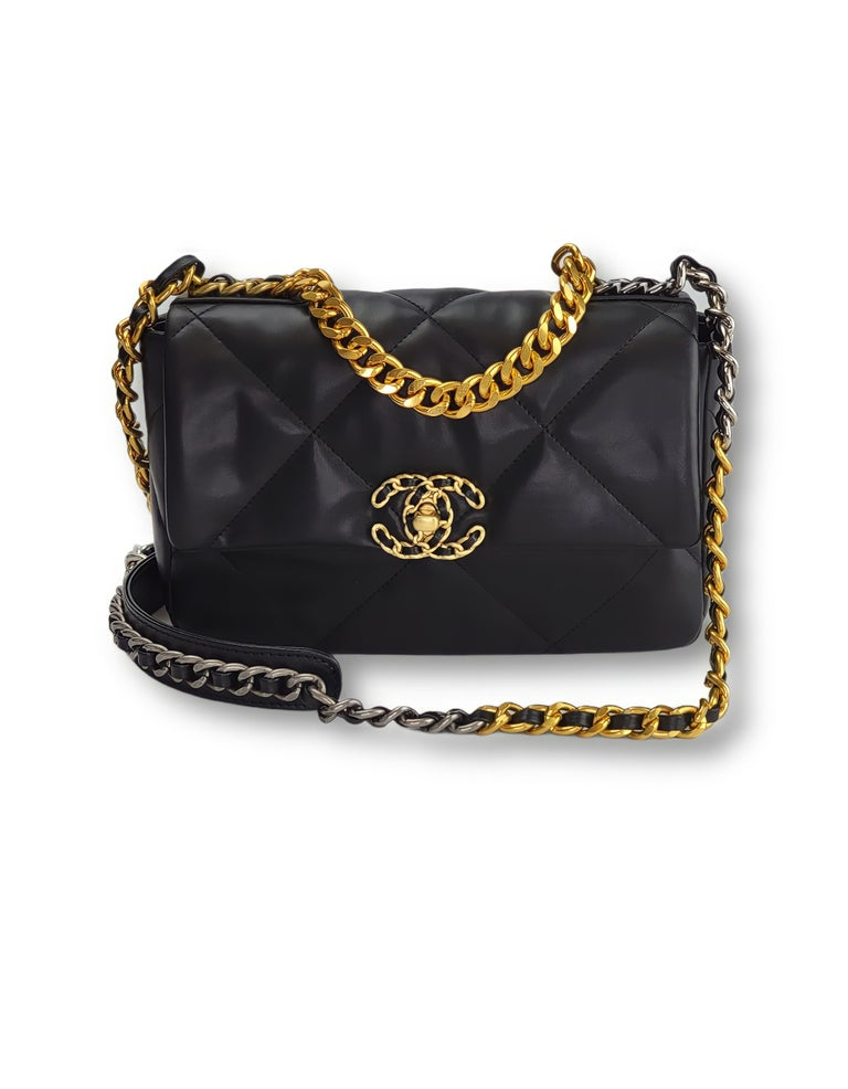 Women's or Men's Chanel Lambskin Quilted Leather Medium 19 Flap Bag For Sale